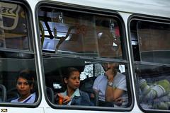 Looks (Otaclio Rodrigues) Tags: veculo nibus bus janelas windows pessoas people passageiros passengers urban streetphoto cidade city resende brasil oro
