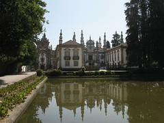 Casa de Mateus (kpmst7) Tags: 2016 eurasia europe iberia portugal vilareal norte mateus palace westerneurope southerneurope tower water reflection