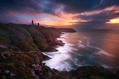 Coucher de soleil dantesque au Cap Frehel (Mathieu Rivrin - Photographies) Tags: france bretagne bzh breizh ctes darmor cap frehel phare lighthouse cliffs falaises coucher du soleil sunset sea ocean mer rivrin nikon d800 breizhscapes hiver