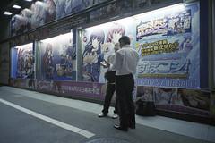 アキバ☆ソフマップ 1号店 住友不動産秋葉原ビル側 エロゲ広告前 何やら打ち合わせ中