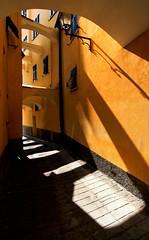 Il sole:effetti collaterali (meghimeg) Tags: shadow sun lamp yellow alley ombra gelb giallo sole vicolo archs 2012 lampione archi portomaurizio