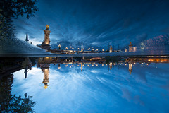 Blue hour at Paris - up and down (Eloy RICARDEZ LUNA) Tags: longexposure blue paris france reflection azul seine night noche photo twilight nikon frana bleu reflet reflejo photowalk getty pont bluehour capitale crepusculo crpuscule bd ports francia nuit iledefrance rues f4 crepuscule nightpicture d800 crepsculo pontalexandreiii 1635 passerelle largaexposicin longueexposition largaexposicion voies heurebleue vnement paysageurbain photodenuit horaazul fotodenoche portdeschampslyses uuid portdelaconcorde 1635f4 baladesparisiennes nikon1635f4 parisianwalk gettyimagesfranceq1 paseoparisino