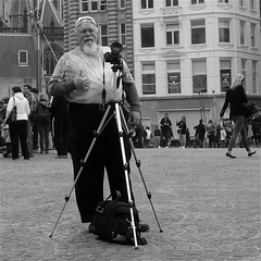 The Smiling Photographer (Akbar Simonse) Tags: street people urban bw man holland blancoynegro netherlands monochrome amsterdam square beard photographer zwartwit tripod nederland streetphotography thumbsup streetshot straat fotograaf baard statief straatfotografie dedoka nederlandvandaag nethereland