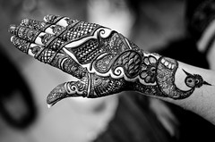 Finished Hand (B.Bubble) Tags: india design hands market delhi fingers henna mehndi