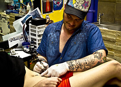 tattoo you (street_amnesia) Tags: street color colour tattoo streetphotography parlour streettogs
