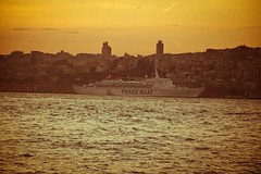 bir zamanlar bar vard / once upon a time there was peace (Yavuz Halici) Tags: cruise ferry turkey boat peace ngc trkiye grain istanbul bar peaceboat oldeffect kruvaziyer nikon18105mmvr istanbullovers d3100 nikon18105mmvrlensf3556gednikonafsdxnikkor18105mmf3556gedvr