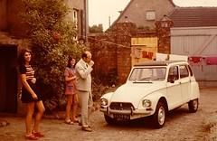 MAGDEBURG 1973 pic12 (streamer020nl) Tags: family court 2000 citroën hidden magdeburg ddr nl gdr 1000 dyane eastgermany ostdeutschland karlheinz citroëndyane farmerhouse rothensee 4329pj
