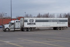 101_1031-1P 2008 ©Ian A. McCord (ocrr4204) Tags: ontario canada truck kodak ottawa international camion vehicle pointandshoot mccord trucking 18wheeler tractortrailer bigrig stoughton z740 ianmccord ianamccord drivelogistics