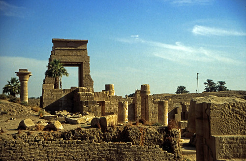 "Ägypten 1999 (329) Karnak-Tempel: Tor des Nektanebos I. • <a style=""font-size:0.8em;"" href=""http://www.flickr.com/photos/69570948@N04/28823690330/"" target=""_blank"">View on Flickr</a>"