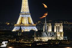 Crescent moon (A.G. Photographe) Tags: anto antoxiii xiii ag agphotographe paris parisien parisian france french français europe capitale d810 nikon sigma 150600 toureiffel eiffeltower notredame cathédrale église nuit night téléobjectif moon lune crescentmoon croissantdelune