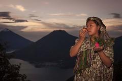 danza_1 (edyn81) Tags: nia mujer trajeindigena maya atitlan mirador folclor guatemala traje blusa corte