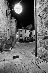 Castel Trosino - Scorcio 06 (Promix The One) Tags: casteltrosinoap marche scorcio centrostorico antichit medioevale piazza mura case mattoni pietre finestre via scale lampione notturno biancoenero bn bw canoneos1dsmarkii sigma1530f3545exdgaspherical