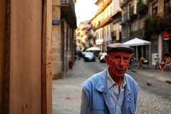 (pieroemme) Tags: portogallo potrait portugal potraiture people photojournalism art candid candidpotrait streetphotograpy street streetlife sguardo flikr feeling fuji fujifilm human humanity living loneliness
