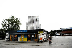 Gropiusstadt_0001 (wolli arntzen) Tags: berlin haus gropiusstadt waltergropius hochhaus ubahnhof lipschitzallee