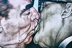 The Last Kiss (Steve Lundqvist) Tags: politic politica breznev brandt germany urss russia comunism draw drawing open wall muro kiss journalism murales graffiti berlino berlin social europa europe east west moscow mosca socialismo marx lenin soviet deutschland germania unificazione berliner color nikon 24mm d700 traveller travel trip macro closeup bacio giuda gay omo omofobia