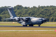 IMG_8997 (Eric Rijpstra) Tags: aircraft airplane airshow airforce airbase airport fighter netherlands falcon lockheed 2016 outdoor vehicle jet aeroplane flying landing taxiway propblur pilot wing nato flyby strike arrows raptor systems smoke c130 hercules jetliner french a400 atlas