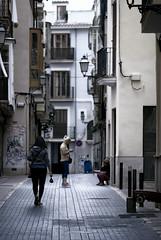 tres mulleres (amargureiro) Tags: woman street streetphotography urban city calle d80 75150mmf35e nikon vertical candy palmademallorca palma spain españa callejear