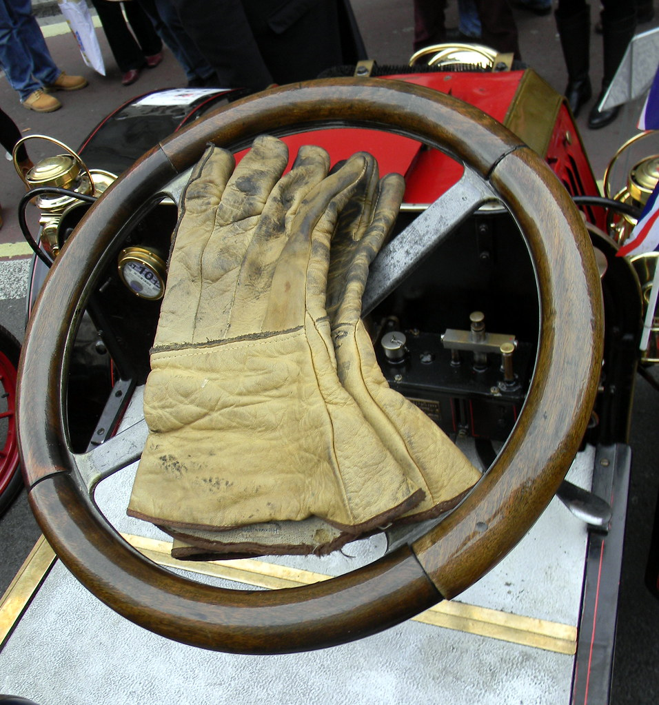 Driving gloves london ontario - Driving Gloves Steering Wheel Vintage Car Show Regent Street London 3rd November 2012 16 19 14