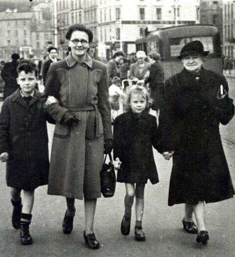 Robert Irvine, 1940