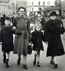 Image titled Robert Irvine, 1940