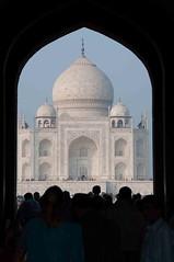 Taj Mahal Agra (Claude Balvani) Tags: door blue sunset summer sculpture india detail architecture soleil gate coucher taj mahal tajmahal bleu porte marble foule blanc chaud couleur magnifique rajasthan inde bleue marbre dtail rajastan sculpte mausole mausolee mabre scuplt mosol scuplte
