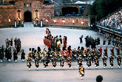 1241 Mass Pipes And Drums forming the crown at the Edinburgh Military Tattoo (Bravehardt) Tags: castle tattoo drums scotland edinburgh britain military united great pipes kingdom