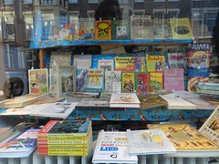 SinterklaasEtalage (JosDay) Tags: libri libros livros livres colette  kitaplar antiquariaat books
