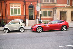 Ferrari FF and Smart Fortwo in London (Ian Press Photography) Tags: city two england london cars smart car sport for super ferrari ff supercar sportscar fortwo citycar