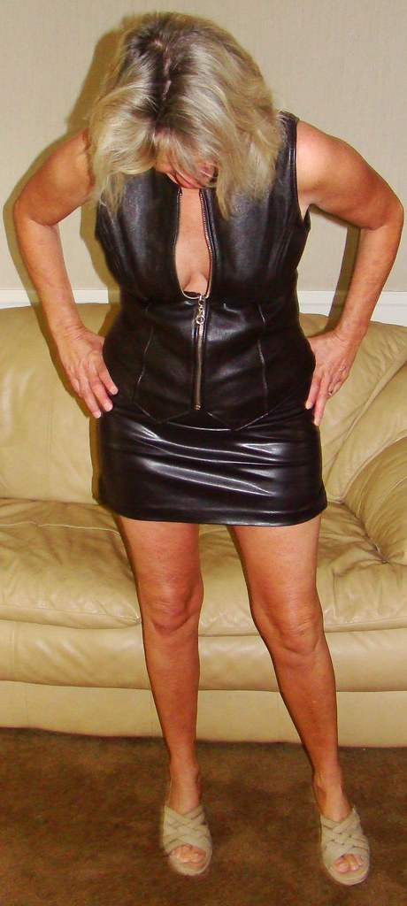 leer milf women Love a hot mature ladies and milf in leather looking for interesting sex videos take a look at some of the most sensational milf in leather videos ever.