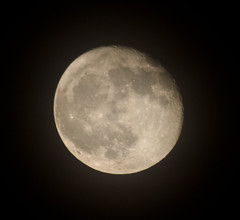Waning Gibbous Moon 30 Nov 2012 (Sculptor Lil) Tags: moon london moonrise astrophotography waninggibbous