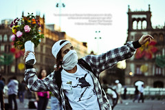 """""""The revolution is not carried on the lips to live it, is carried into the heart to die for it."""" (SegundoFelino) Tags: plaza city flowers flores girl mexico photography december chica che revolucion guevara ernesto diciembre adrien zocalo constitucion 2012 sandoval"""