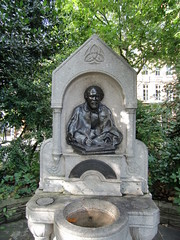 Rosetti Memorial, Chelsea (Phil Masters) Tags: sculpture london chelsea rosetti chelseaembankment cheynewalk 29thseptember fordmadoxbrown 27thseptember dantegabrielrosetti september2012 rosettimemorial