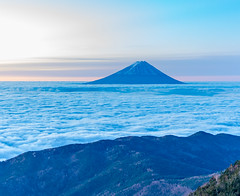 Fuji distant view from Mt.Kokushi (shinichiro*) Tags:    jp 20151113ds19845 2016 crazyshin nikond4s afsnikkor70200mmf28ged fuji seaofcloud    yamanashi japan november autumn