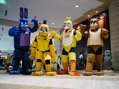 Five Nights at Freddy's (BurlapZack) Tags: olympusomdem5markii olympusmzuiko17mmf18 vscofilm pack01 dallastx hiltonanatole akon27 akon fivenightsatfreddys costume costumes cosplay indiegame pointandclick animals animatronicanimals spoopy spooky lowangle wideangle critters ledgloweyes
