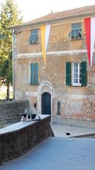 piazzetta di san Salvatore (nociveglia) Tags: sansalvatore cogorno fieschi basilicadeifieschi gatto piazzetta