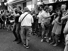 Madrid, Calle Calatrava. Actuacin de Javier Purroy. (Caty V. mazarias antoranz) Tags: javierpurroy elperla elperlamadrid callecalatrava lapaloma2016 lapaloma amigos amomadrid bromas comunidaddemadrid callesdemadrid descanso demadridalcielo espaa extrao findesemana friends fiestasdemadrid fantasas gentedemadrid genteenmadrid hola happyweekend happyday ilovemadrid inspain jugandoconlafotografa jugar kisses libertad multicolor noalaviolencia peopleinmadrid people personas risas