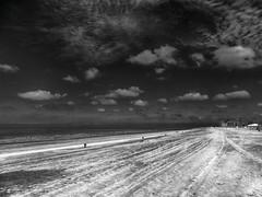 Spooky beach (Jan 1147) Tags: spookybeach spooky beach spookachtigstrand spookachtig strand belgiancoast belgischekust vlaamsekust kust coast zand sky clouds wolk wolken wolkenlucht wolkendek zwartwit blackandwhite bw zw monochrome outdoor buitenopname knokke belgium zee sea noordzee
