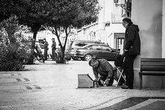 Hidding? (Vitor Pina) Tags: streetphotography scenes street streets shadows moments monochrome momentos man men photography pretoebranco people pessoas portrait portraits contrast candid urban urbano rua u