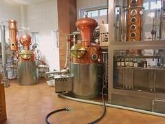 """Mnchguter Hofbrennerei """"Zur Strandburg"""" (hellrac3r) Tags: rgen ostsee germany balticsea brennerei indoor alkohol whiskey pommerscher greif"""