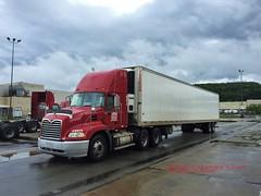 2005 Mack, Super Valu, 8-17-2016 (jackdk) Tags: truck mack macktruck semi semitruck semitrailer tractor tractortrailer supervalu supervalue reefer reefertrailer 2005mack vision