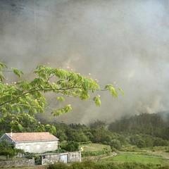 Aterriza el helicoptero (acativa) Tags: helicptero incendio incendioforestal galicia verano fuego humo cotobad cotobade tenorio incendiotenorio naturaleza arboles bosque quemar incendioprovocado texturas