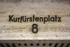 Kurfrstenplatz 8 (Florian Hardwig) Tags: mnchen housenumber lettering mounted metal