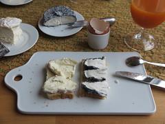 Peyrigoux und Le Cabrissac auf Toast (multipel_bleiben) Tags: essen frhstck kse