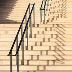 Inkl.Schnheitsfleck..... vergeben oder offen fr Vorschlge? (barbera*) Tags: stairs shadows railing marseille france rhythm schnheitsfleck beautyspot mouche mouchescode makel barbera barbarastumm gw7a6603