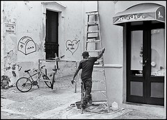 El Pintor (The Painter) (Samy Collazo) Tags: street door window bicycle stairs ventana puerta paint grafiti oldsanjuan puertorico streetphotography bicicleta sanjuan painter yashica madre viejosanjuan pintor escaleras pintura yashicaelectro35gsn streetphotographer fotocallejera fotografiaurbana streetcapture streephotography blackwhitephotos fotografiacallejera fotourbana samycollazo yashinon45mmdxf17