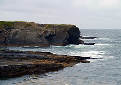 Bridges of Ross, Co. Clare - Ireland (Mic V.) Tags: ocean county ireland sea mer beach nature water rock landscape coast ross clare republic bridges an eire atlantic co pont coastline peninsula plage rocher munster irlande roche atlantique ocan chlir contae chlair