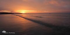 Voir rouge ! (photosenvrac) Tags: rouge normandie vague couleur couchédesoleil océan thierryduchamp