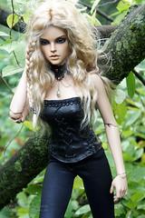 Walk in the forest (Dark0na) Tags: iplehouse stella sid peach gold real skin lexie katarina forest