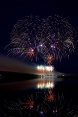 Chile colour 2 (John Andersen (JPAndersen images)) Tags: calgary cellphone chile2016 competition crowd fireworks globalfest lights night reflections