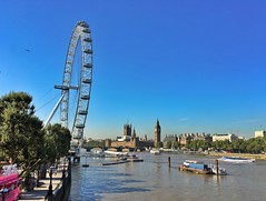 Not a breath of air on the Thames on the hottest day of the year in London. The frozen yogurt van must have done well!  (juliavhill) Tags: england london river froyo snogfrozenyogurt housesofparliament bigben hungerfordbridge riverthames londoneye